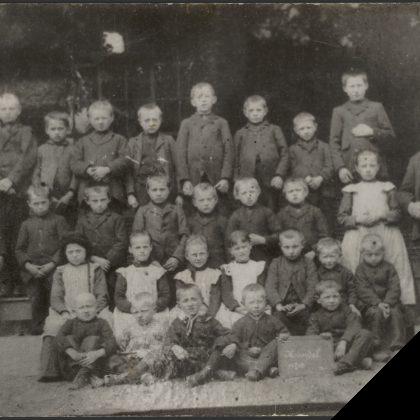 Schoolfoto Openbare Lagere School, Handel (1908)
